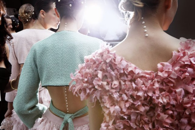 chanel-spring-summer-2012-ready-to-wear-backstage-02